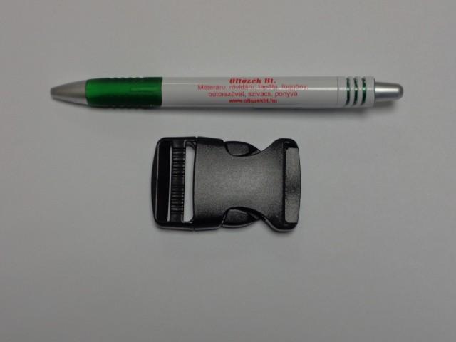 Műanyag TUK csat, 30 mm széles, fekete (9471)