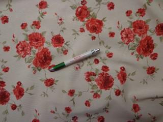 Loneta, ekrü alapon piros rózsás, kerti bútor vászon (9681)