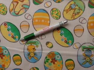 Mintás pamutvászon, fehér alapon zöld-sárga tojásos (9727)