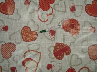 Viaszos vászon, piros-szürke szíves (9855)