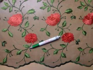 Mintás, rugalmas tüll, fekete alapon piros virágos  (10018)