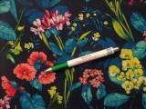 Krepp selyem, sötétkék alapon színes virágok (10020)