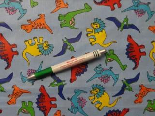 Gyerekmintás pamutvászon, kék alapon dínós (10081)