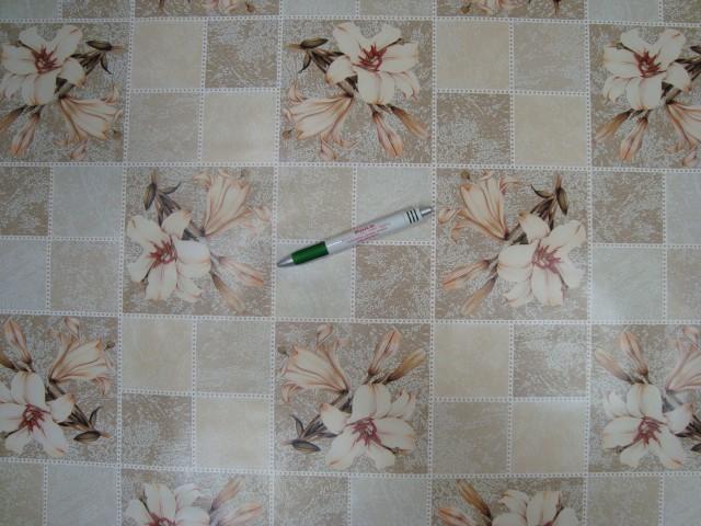 Viaszos vászon, drapp kockás, liliom mintás (10305)