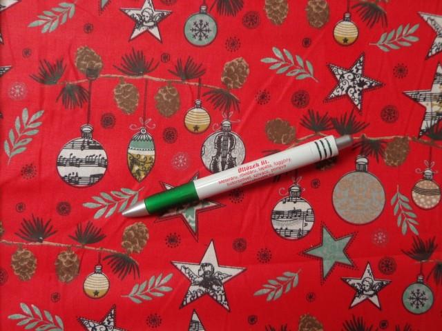 Karácsonyi pamutvászon, piros alapon, csillagos-gömbös-tobozos (10502)