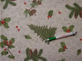 Loneta, karácsonyi vászon, ekrü alapon fenyőfa, toboz, magyal (10505)