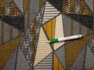 Kötött anyag, mustár-szürke-drapp háromszöges (10530)
