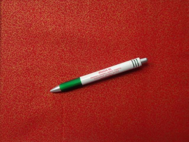 Karácsonyi pamutvászon, piros alapon arany mintás (10691)