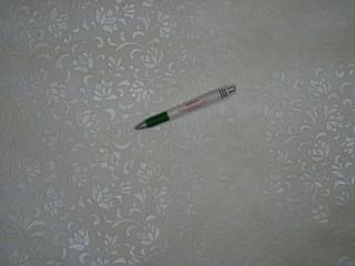 Viaszos vászon, damaszt mintás, indás-virágos, törtfehér (10799)