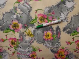 Gyerekmintás pamutvászon, vajsárga alapon virágos-nyuszis (10839)