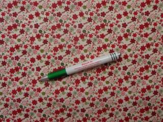 Mintás pamutvászon, drapp alapon bordó-zöld kisvirágos (10859)
