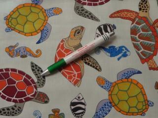 Gyerekmintás pamutvászon, színes teknős (10878)