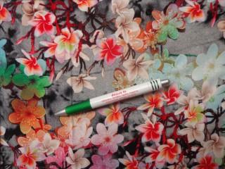 Viscose voile, digitális nyomtatású, szürke alapon színes virágos (10941)