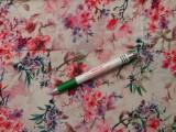 Viscose voile, digitális nyomtatású, törtfehér alapon színes virágos (10943)
