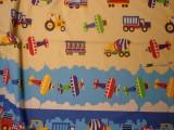 Gyerekmintás vászon, színes járműves, bordűrös (10956)
