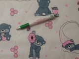 Gyerekmintás pamutvászon, fehér alapon szürke-rózsaszín macis (11065)