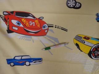 Gyerekmintás pamutvászon, világos sárga alapon autós (11160)