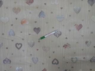 Viaszos vászon, fa mintás alapon szívecskés (11182)