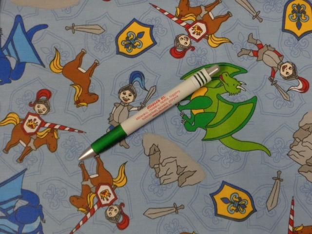 Gyerekmintás pamutvászon, kék alapon lovagos-sárkányos (11270)
