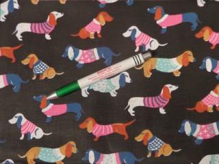 Gyerekmintás pamutvászon, fekete alapon színes kutyás (11496)