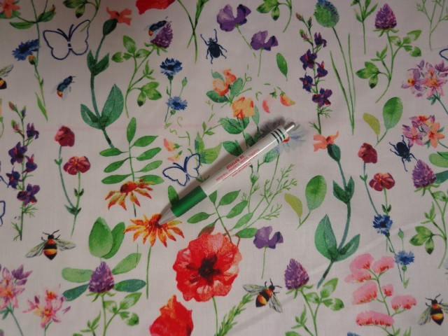 Mintás pamutvászon, fehér alapon tavaszi virágos (11540)