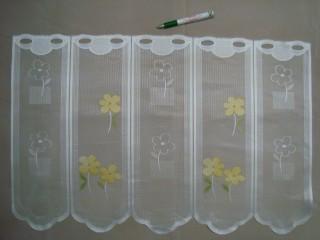 Hullámos aljú, színes virágos mintájú jacquard vitrázsfüggöny, 45 cm magas (7223-8)