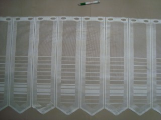 Cikk-cakkos aljú, fehér, vonalkázott mintájú jacquard vitrázsfüggöny, 60 cm magas (7223-14)