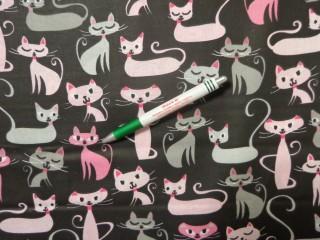 Gyerekmintás pamutvászon, fekete alapon rózsaszín cicák (11600)