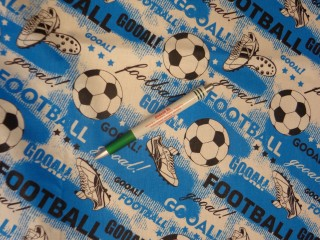 Gyerekmintás pamutvászon, focis, kék-fehér-fekete (11592)