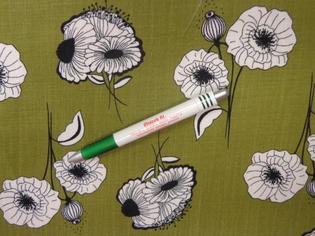 Virágos viszkóz, világos kekizöld alapon fehér virágos (11768)