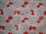Viaszos vászon, drapp-fehér kockás alapon pipacsos (11950)