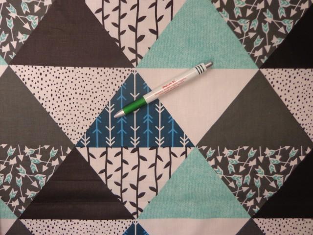 Mintás pamutvászon, fekete-menta nagy háromszöges (12024)