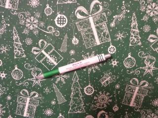 Karácsonyi mintás pamutvászon, zöld alapon ajándék-karácsonyfa (12086)