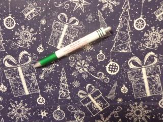 Karácsonyi mintás pamutvászon, kék alapon ajándék-karácsonyfa (12087)