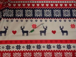 Karácsonyi pamutvászon, piros-kék hópehely-rénszarvas (12537)