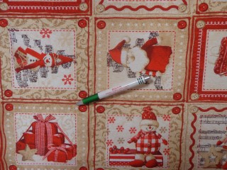 Loneta, drapp-piros mikulás-hóember-baba mintás kerti bútor vászon (12607)